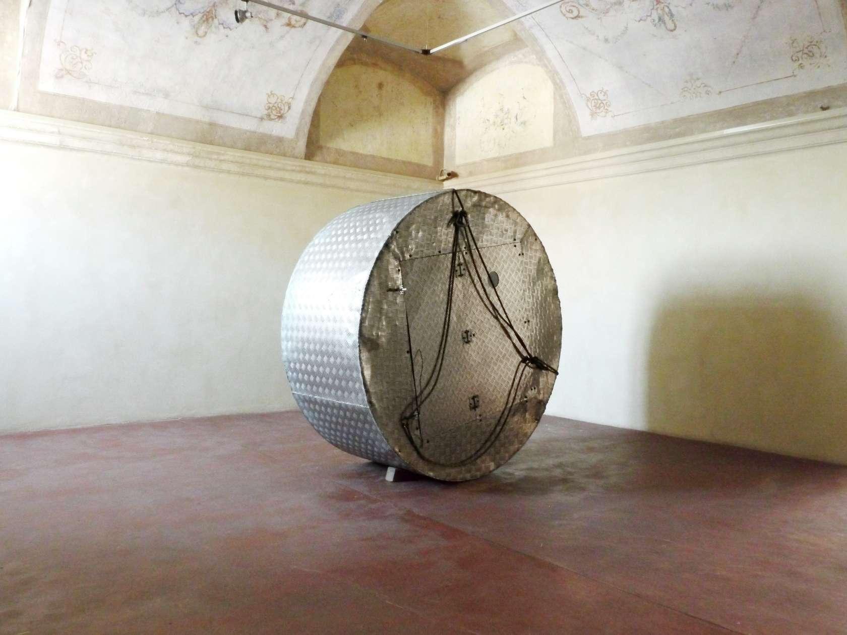 Abraham Poincheval, Gyrovague, le voyage invisible, 2011 - 2012 Matériaux mixte et vidéo numérique (10'48
