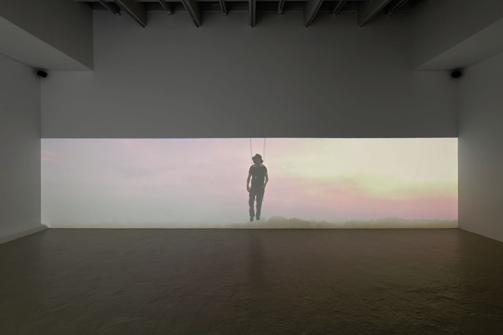 Abraham Poincheval, Walk on Clouds, 2019 Vidéo numérique sonorisée en boucle14min05s