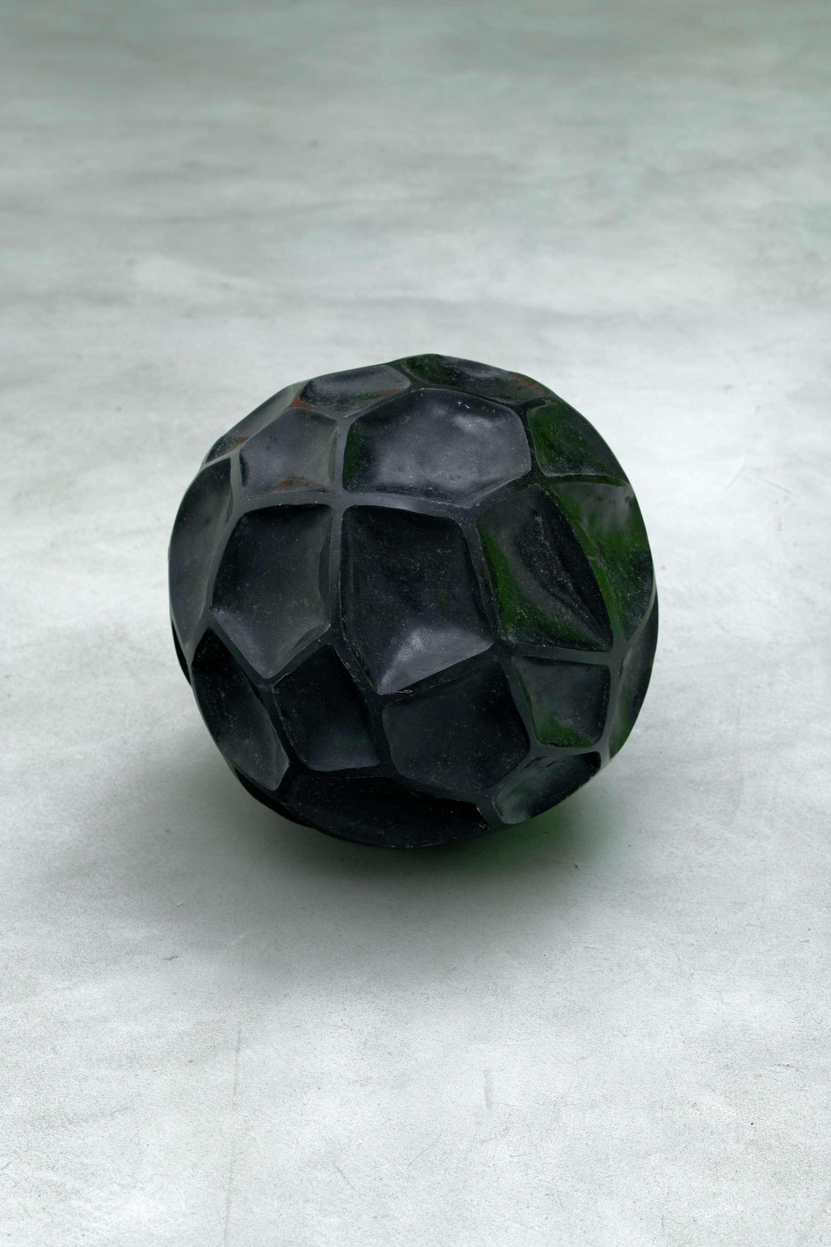 Beat Zoderer, Penta stone, 2016 Granit indien41 cm / 16 1/8 in.
