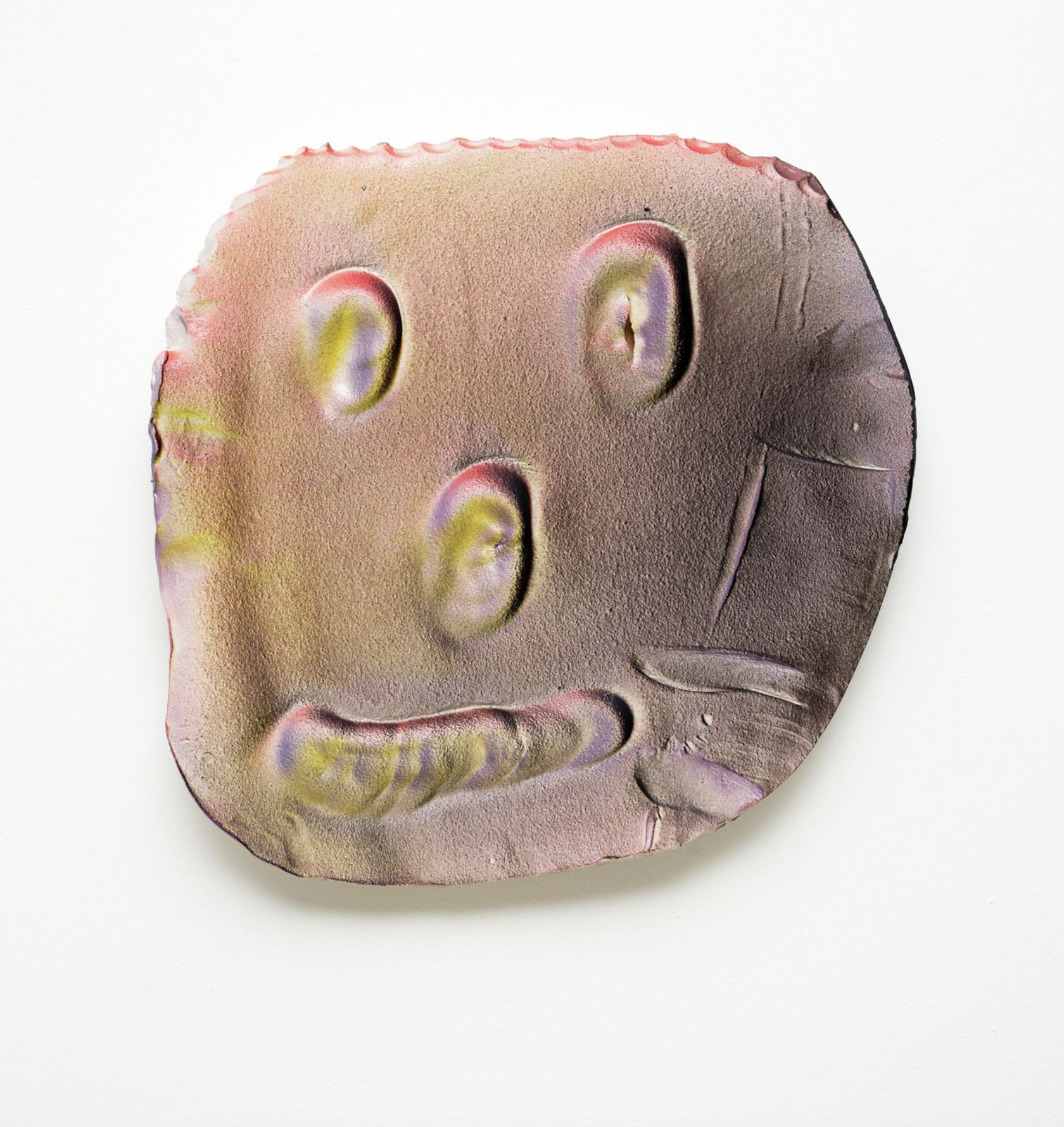 Dan McCarthy, Space Ghost # 44, 2015 Céramique39 × 38 × 5 cm / 15 1/4 × 15 × 2 in.