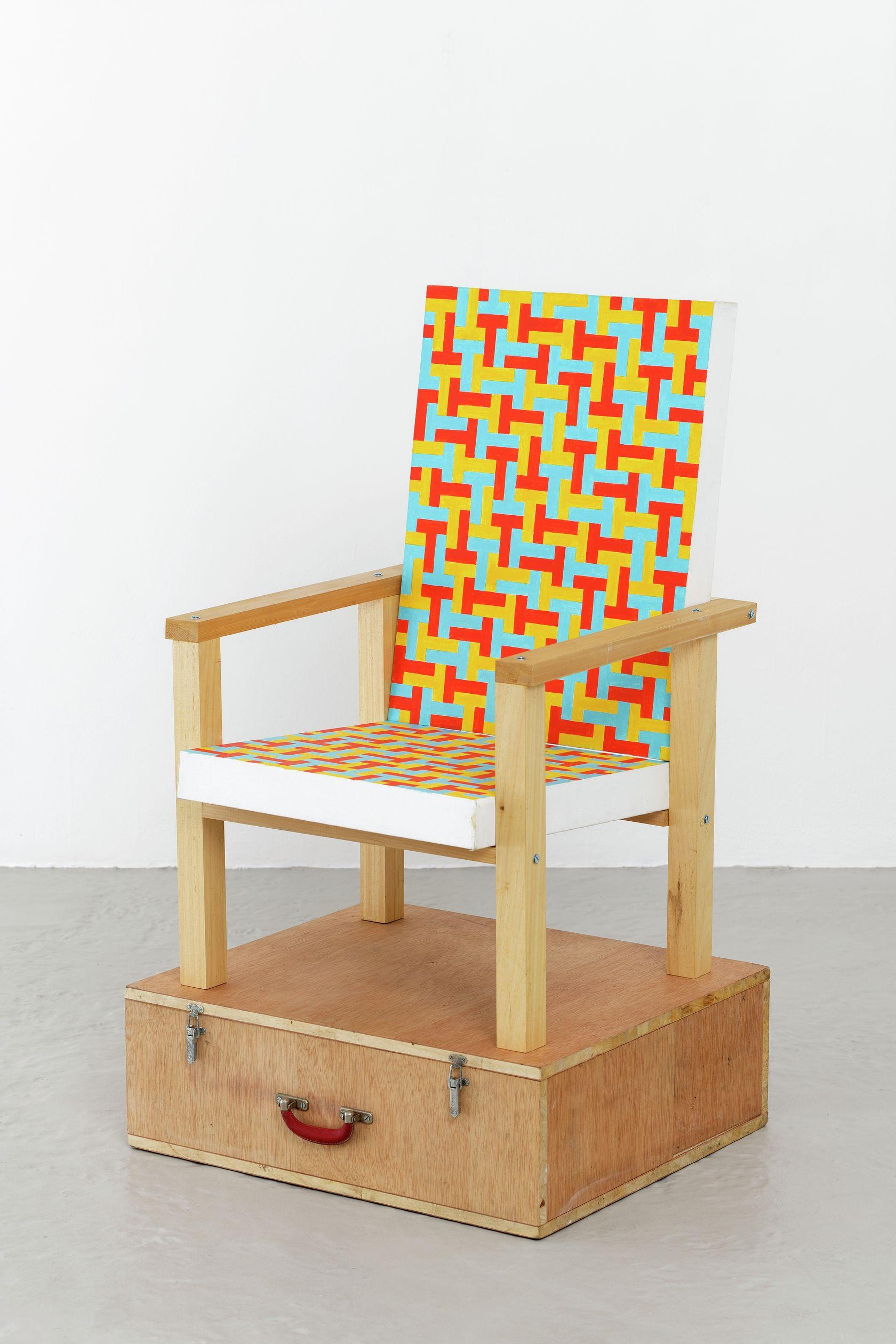 Ernest T., Sans titre, 1990 Assemblage de bois et deux peintures acrylique, socle valise de rangement97 × 44 × 107 cm / 38 2/8 × 17 3/8 × 42 1/8 in.