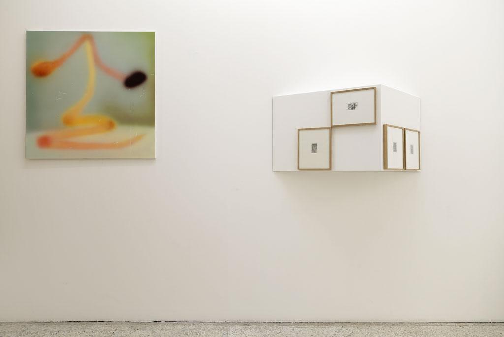Julien Tiberi, Sans titre, 2014 Module en bois peint et quatre dessins encadrés en chêne120 × 60 × 39 cm / 47 2/8 × 23 5/8 × 15 3/8 in.