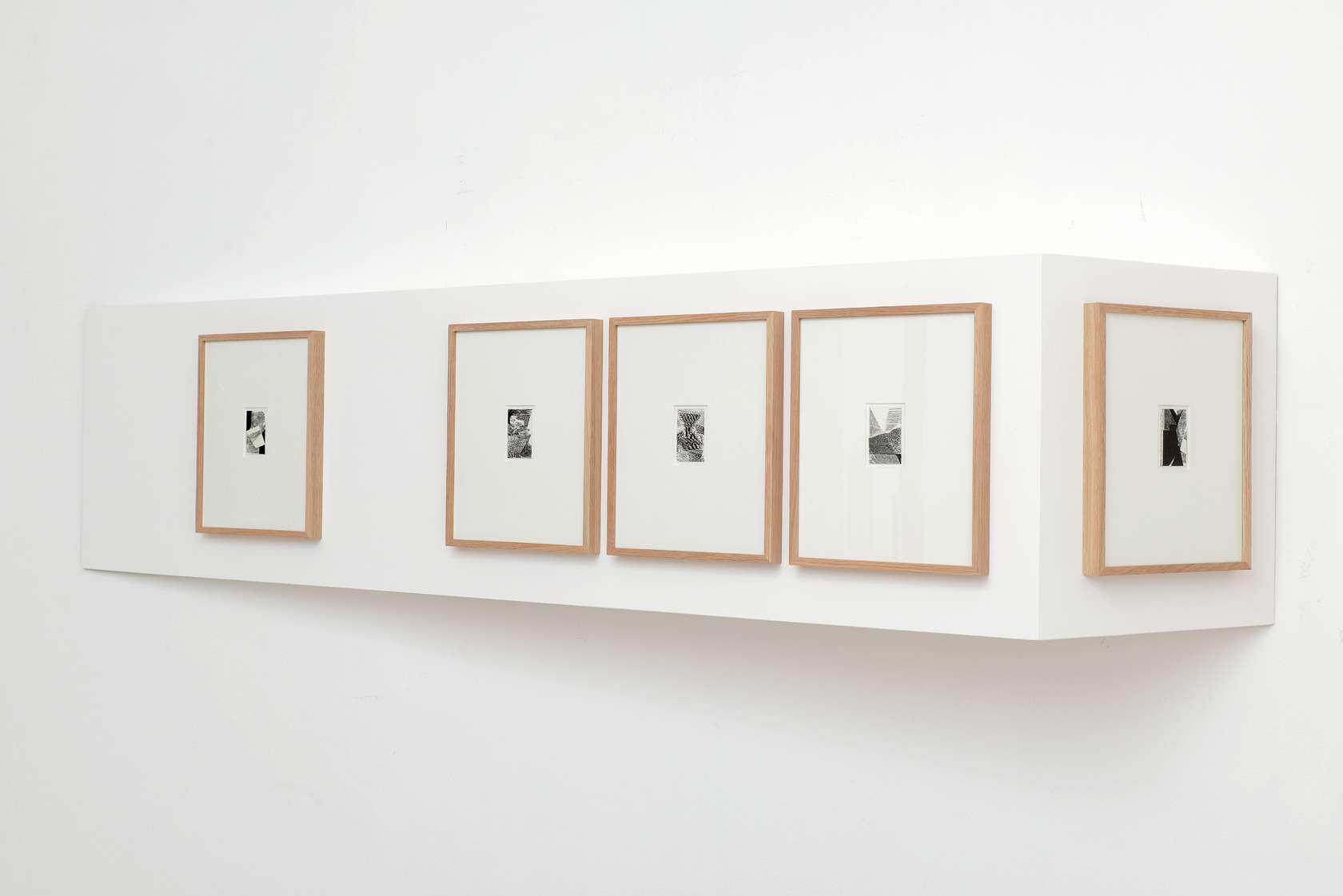 Julien Tiberi, Sans titre, 2014 Module en bois peint et cinq dessins encadrés en chêne44 × 192 × 32.5 cm / 17 3/8 × 75 5/8 × 12 6/8 in.