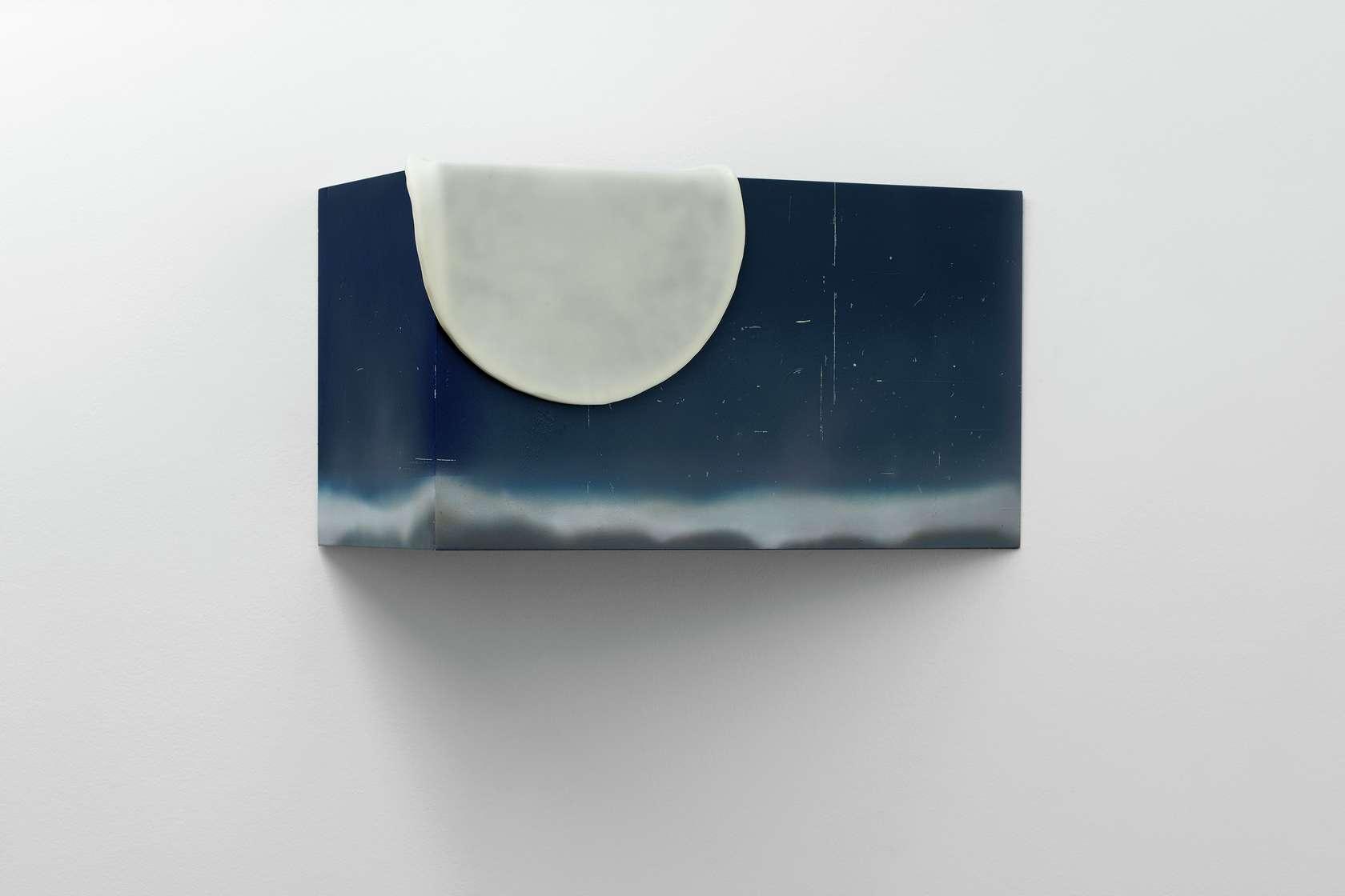 Julien Tiberi, Sans titre, 2019 Acrylique sur bois, silicone 34 × 60 × 30 cm / 13 3/8 × 23 5/8 × 11 6/8 in.