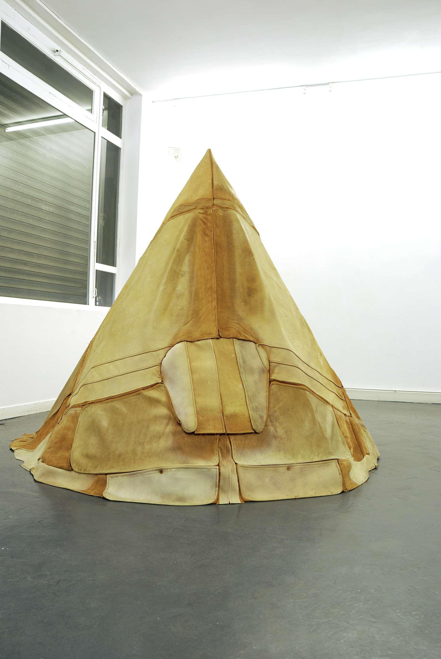 Laurent Le Deunff, Wigwam, 2010 Canapé en cuir de vachette, bois180 x 208 cm / 70 7/8 x 81 7/8 inches