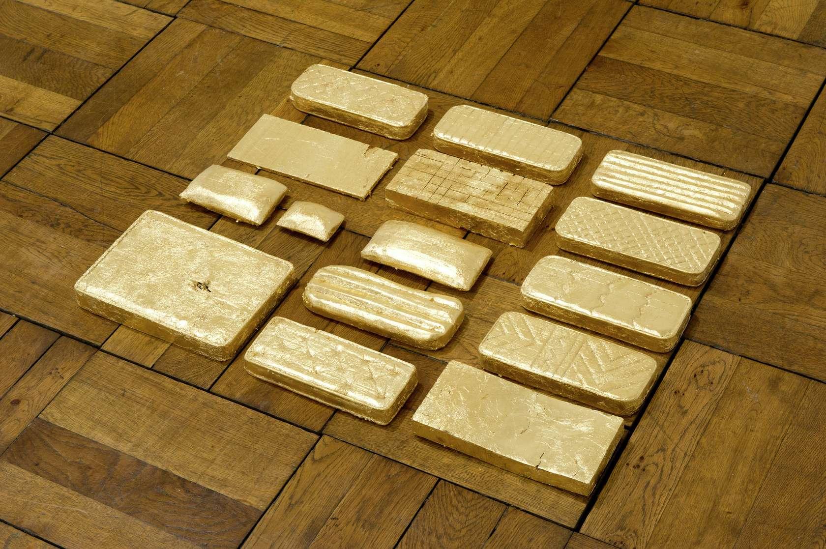 Laurent Le Deunff, Matelas dorés, 2012 Feuille d'or sur bois65 × 3 × 50 cm / 25 5/8 × 1 1/8 × 19 5/8 in.