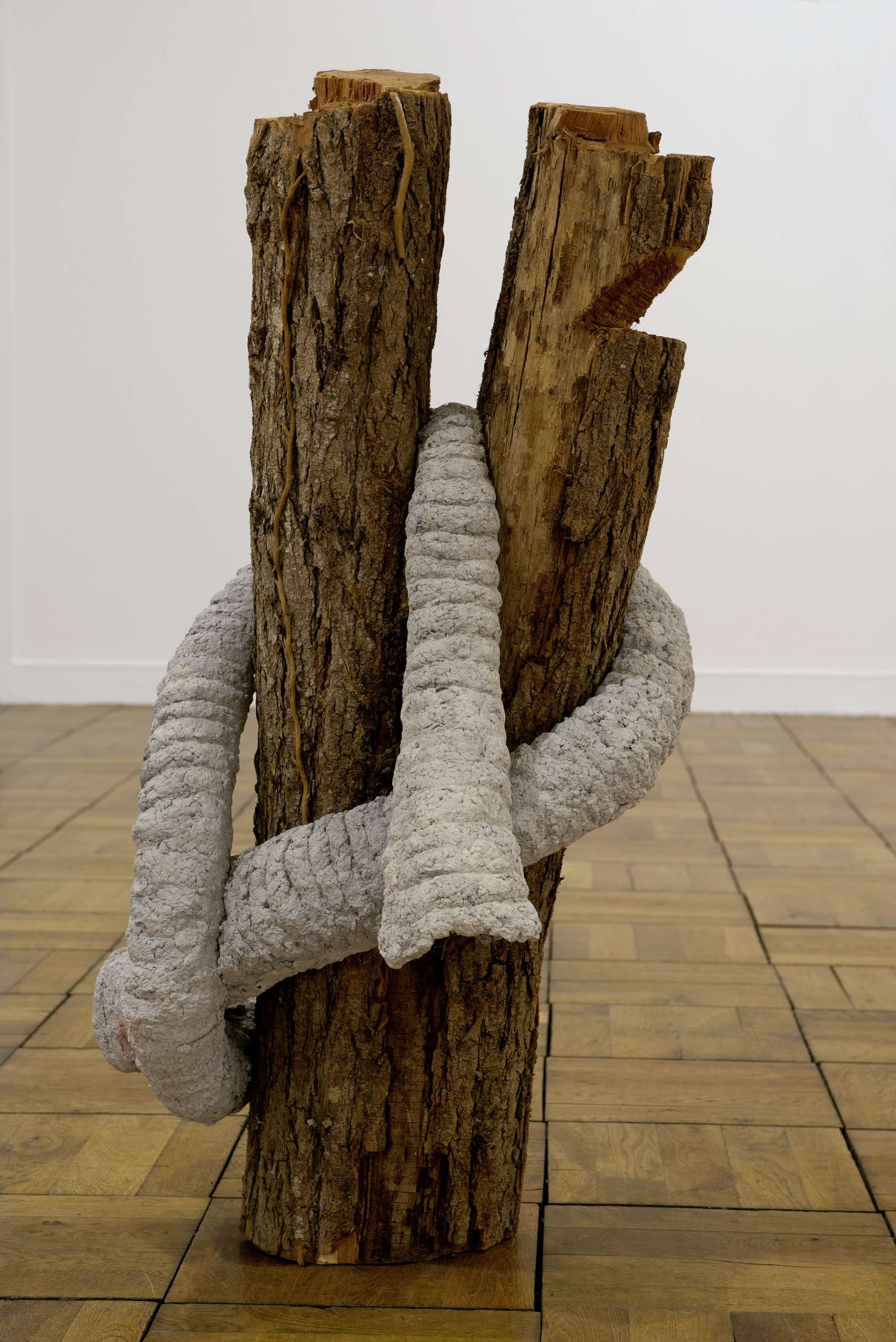 Laurent Le Deunff, Noeud de trompe III, 2012 Papier mâché, ciment et bois100 x 58 x 58 cm / 39 3/8 x 22 7/8 x 22 7/8 inches