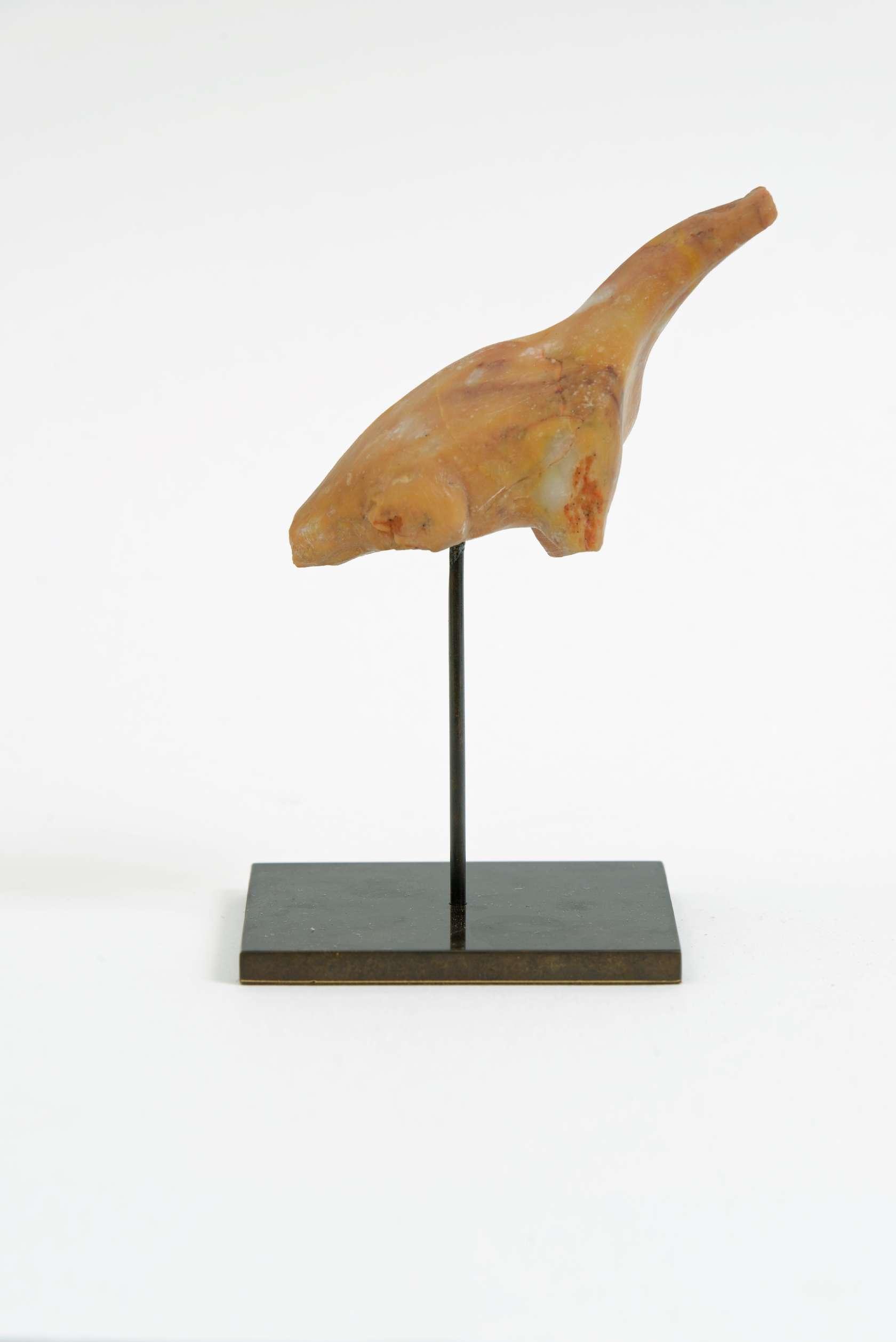 Laurent Le Deunff, Brachiosaurus I, 2015 Grès rose, socle en laiton6.3 × 10.1 × 3.5 cm / 2 1/2 × 4  × 1 3/8 in.