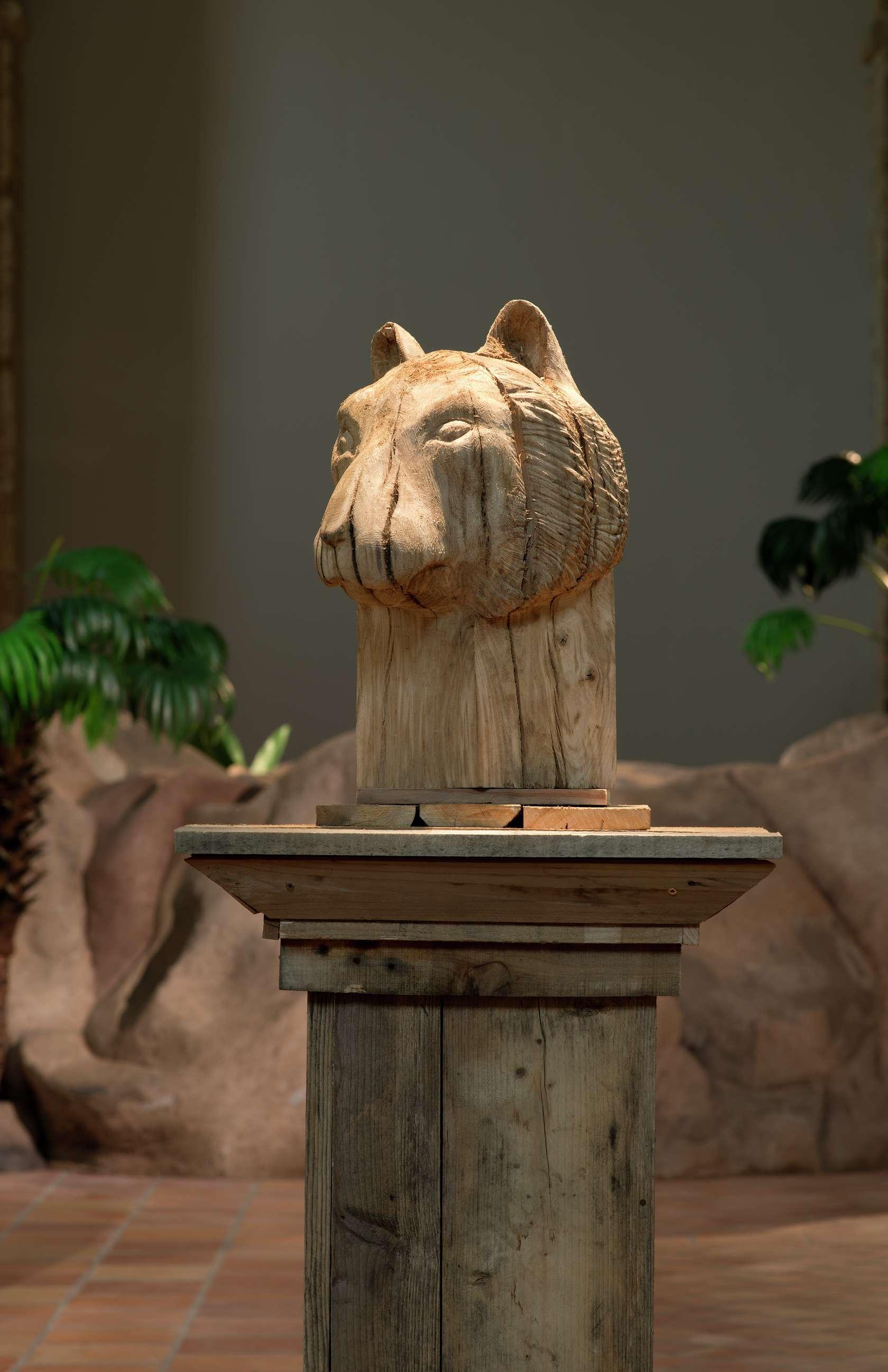 Laurent Le Deunff, Tête de tigre, 2017 Chêne et bois de palettes173 x 69 x 68.5cm / 68 1/8 x 27 1/8 x 27 inches