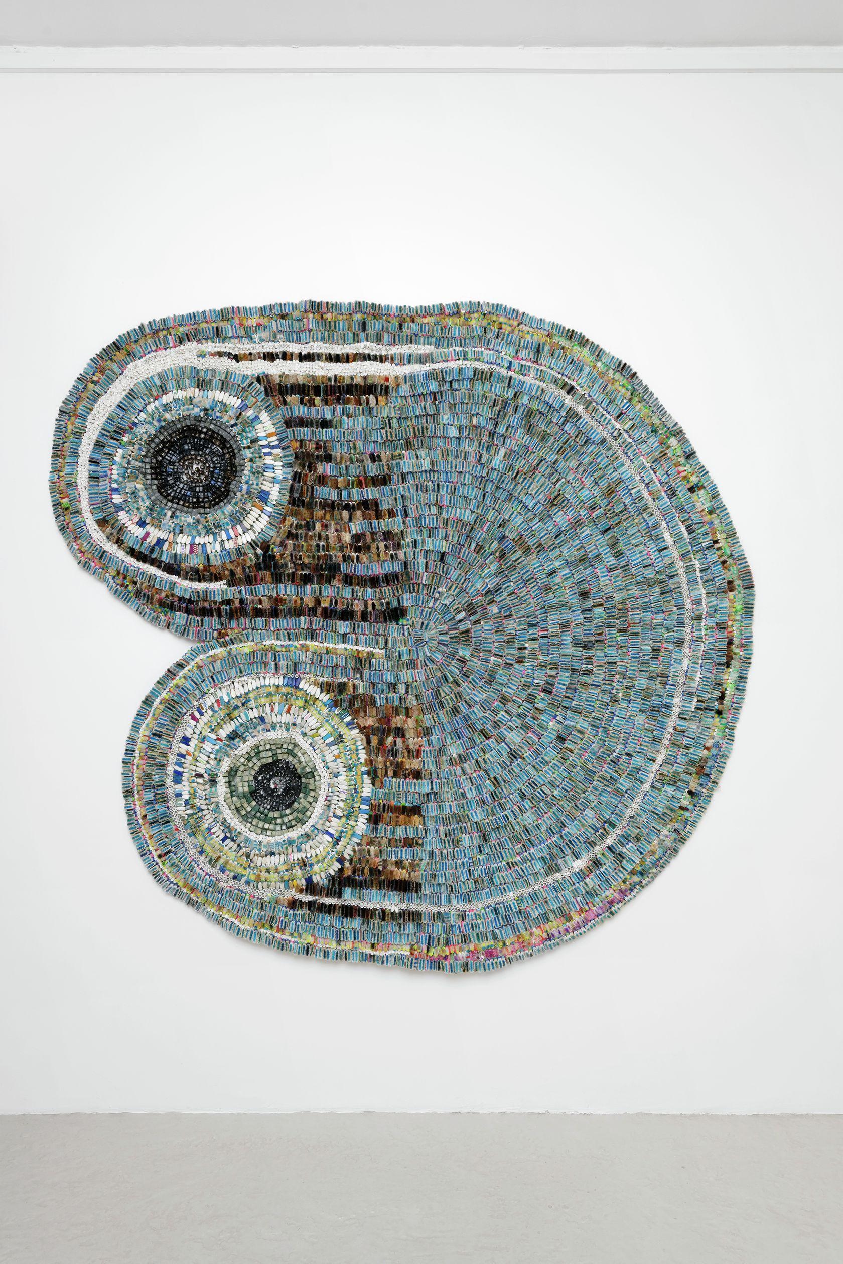 Moffat Takadiwa, Fast Track Land Reform (b), 2020 Touches de clavier en plastique, têtes de brosse à dents en plastique210 × 226 × 8 cm / 82 5/8 × 89  × 3 1/8 in.