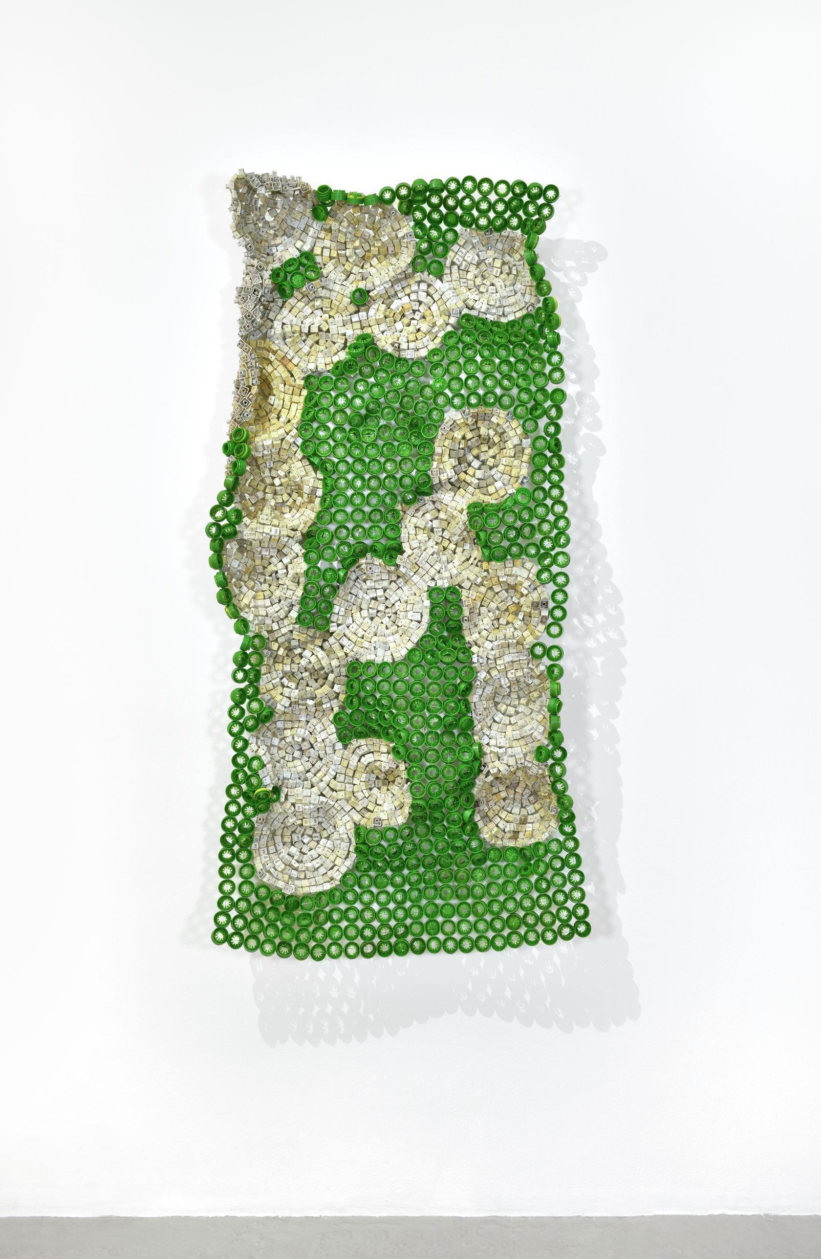 Moffat Takadiwa, Farm Payslip (8), 2020 Touches de clavier en plastique, bouchons de bouteille en plastique162.5 × 77 × 15 cm / 64  × 30 3/8 × 5 7/8 in.