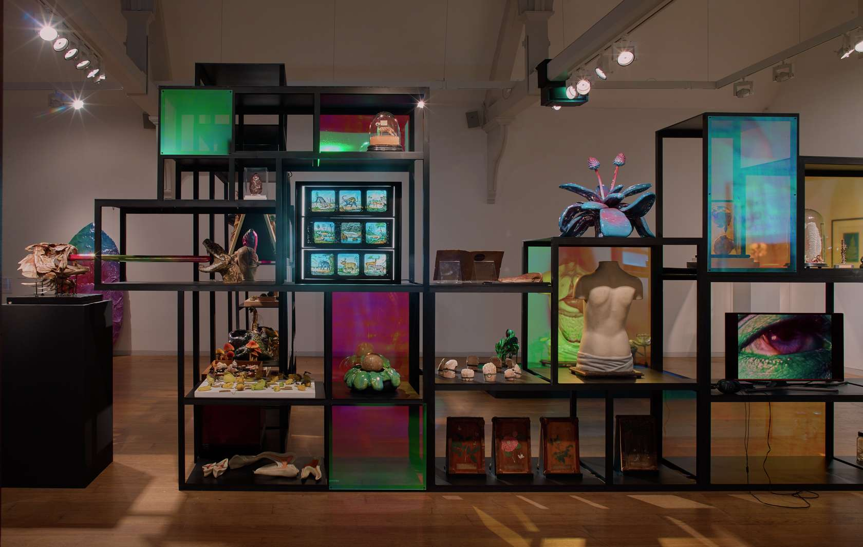 Salvatore Arancio, Surreal Sience : London Collection with Salvatore Arancio, 2018 Installation view of the exhibition at the Whitechapel Gallery, Londres (UK)