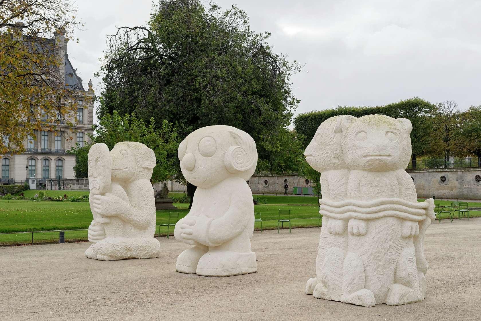 Stefan Rinck, Les statues meurent aussi, 2017 Pierre calcaire250 × 145 × 140 cm / 98 3/8 × 57 1/8 × 55 1/8 in.