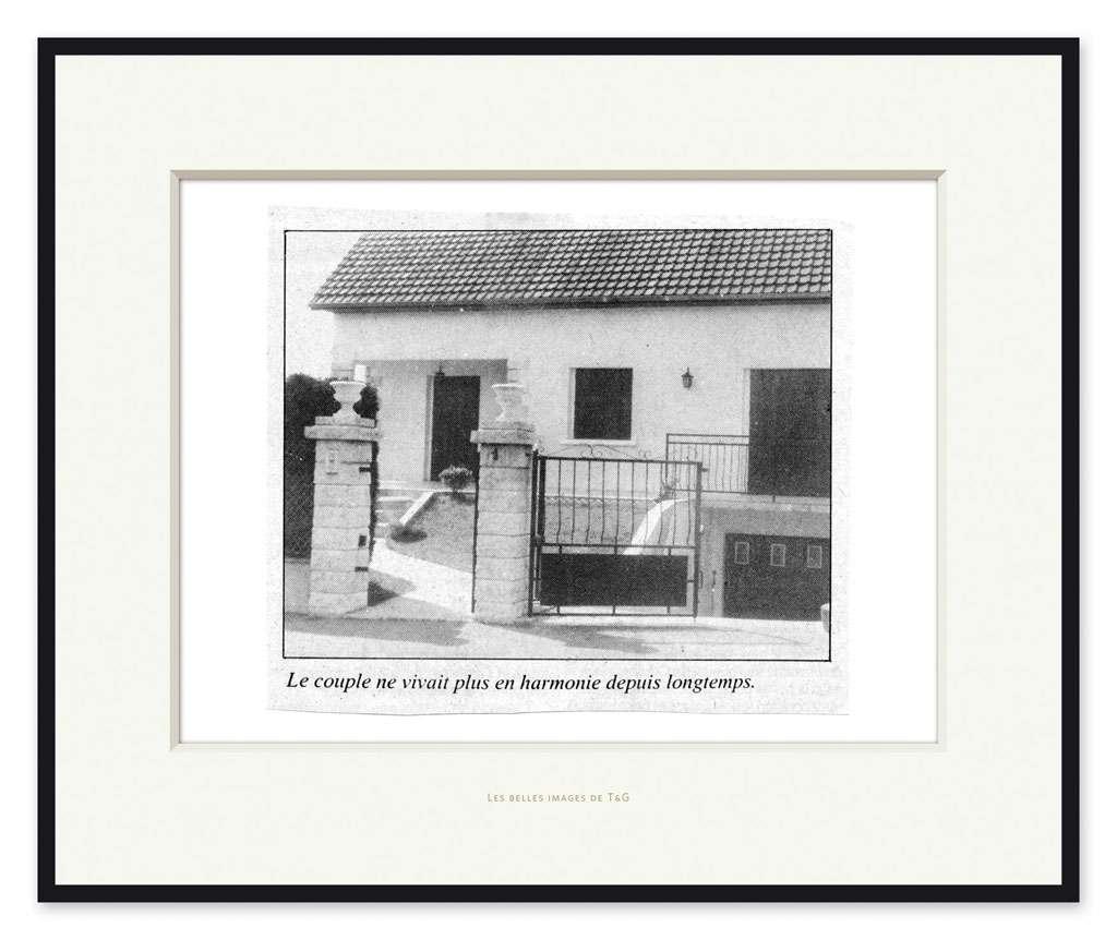 Taroop & Glabel, Les belles images de T&G: Le couple ne vivait plus en harmonie depuis longtemps., 2009 Impression pigmentaire47 x 57 cm / 18 1/2 x 22 1/2 inches