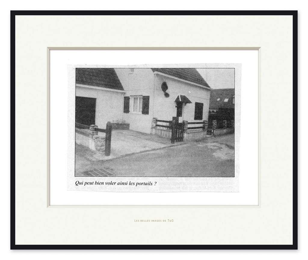 Taroop & Glabel, Les belles images de T&G: Qui  peut bien voler ainsi les portails ?, 2009 Impression pigmentaire47 x 57 cm / 18 1/2 x 22 1/2 inches