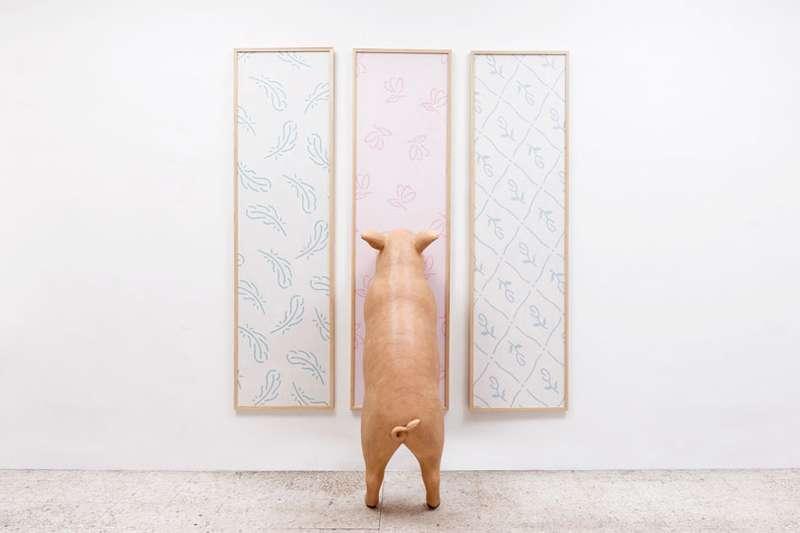 Taroop & Glabel, Ravissement, 2012 Papier peint sur contreplaqué et figurine en résine