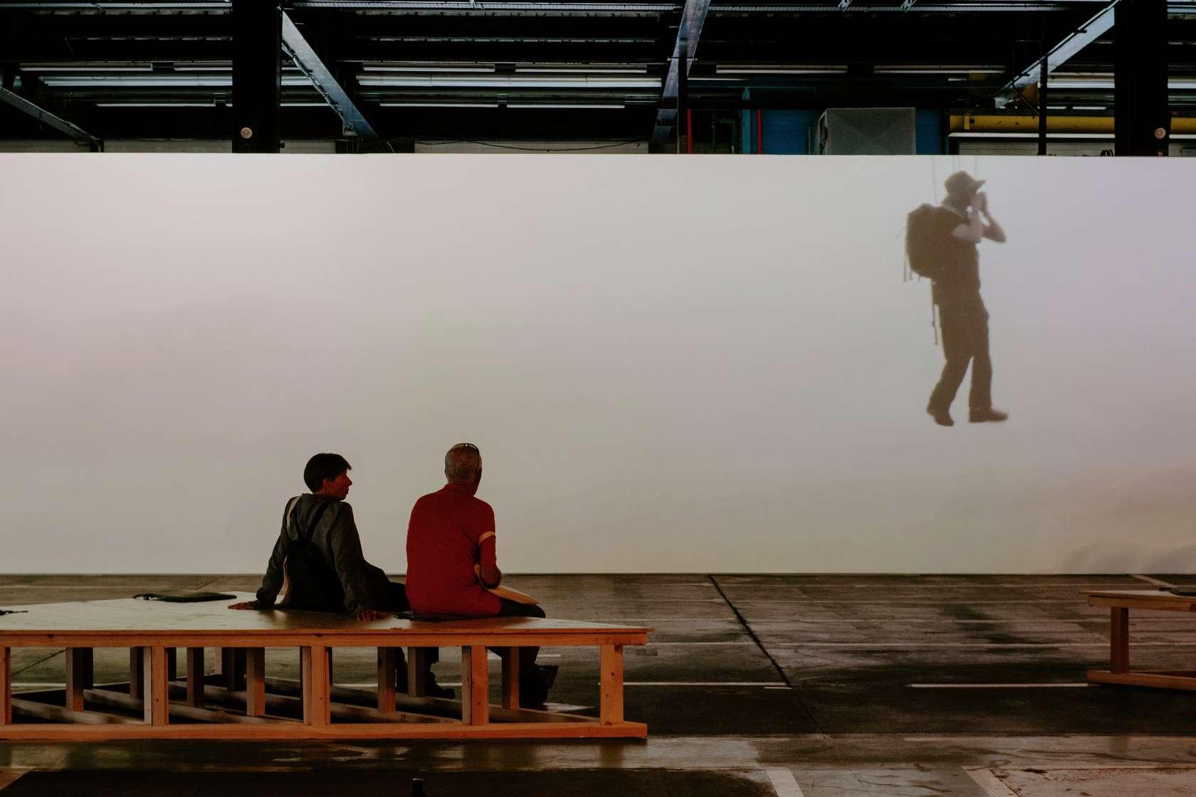 Abraham Poincheval, Walk on clourds, 2019 15e Biennale de Lyon, Usine Fagor, Lyon (FR) 18 septembre 2019 - 5 janvier 2020 © Blaise Adilon