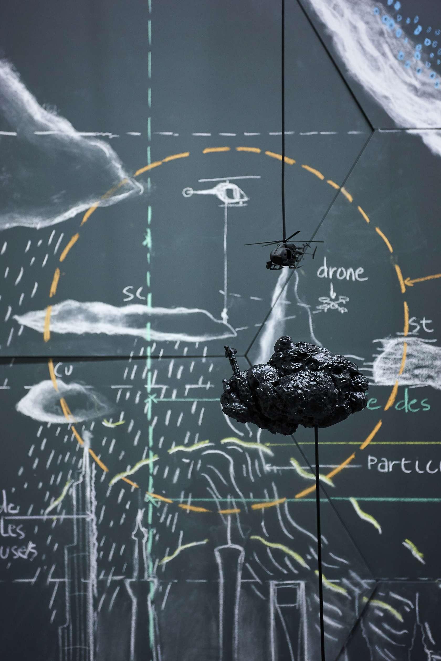 Abraham Poincheval, Étude pour marcher sur la canopée nuageuse, 2015 Des marches, démarches, FRAC Paca, Marseille (FR) 2 février - 10 mai 2020 © Photo Frac Provence-Alpes-Côte d'Azur / Laurent Lecat