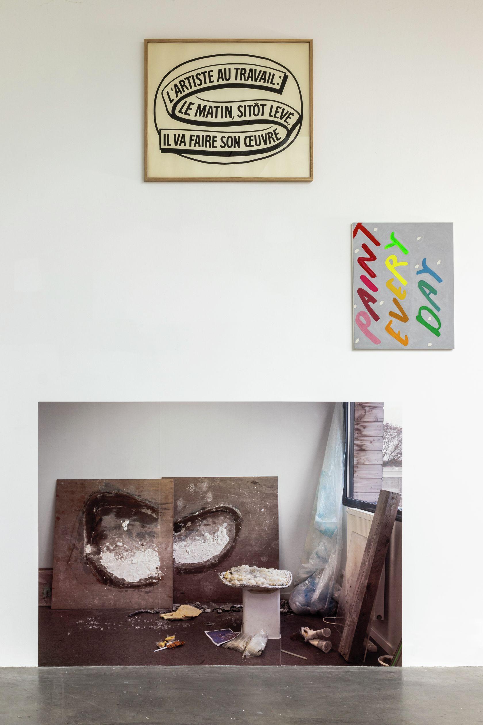 Ernest T., L'artiste au travail : Le matin, sitôt levé, il va faire son œuvre X, Frac des Pays de la Loire, Carquefou (FR) 20 novembre 2020 - 2 janvier 2022 © Fanny Trichet